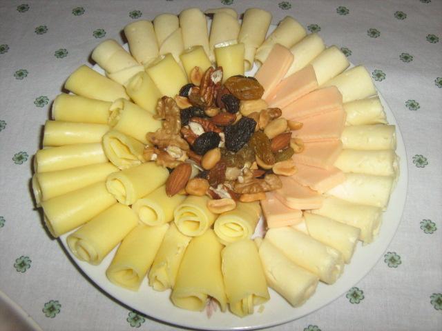 http://bocaditosyreposteria.files.wordpress.com/2006/09/tabla-de-quesos-con-fruta-seca.jpg